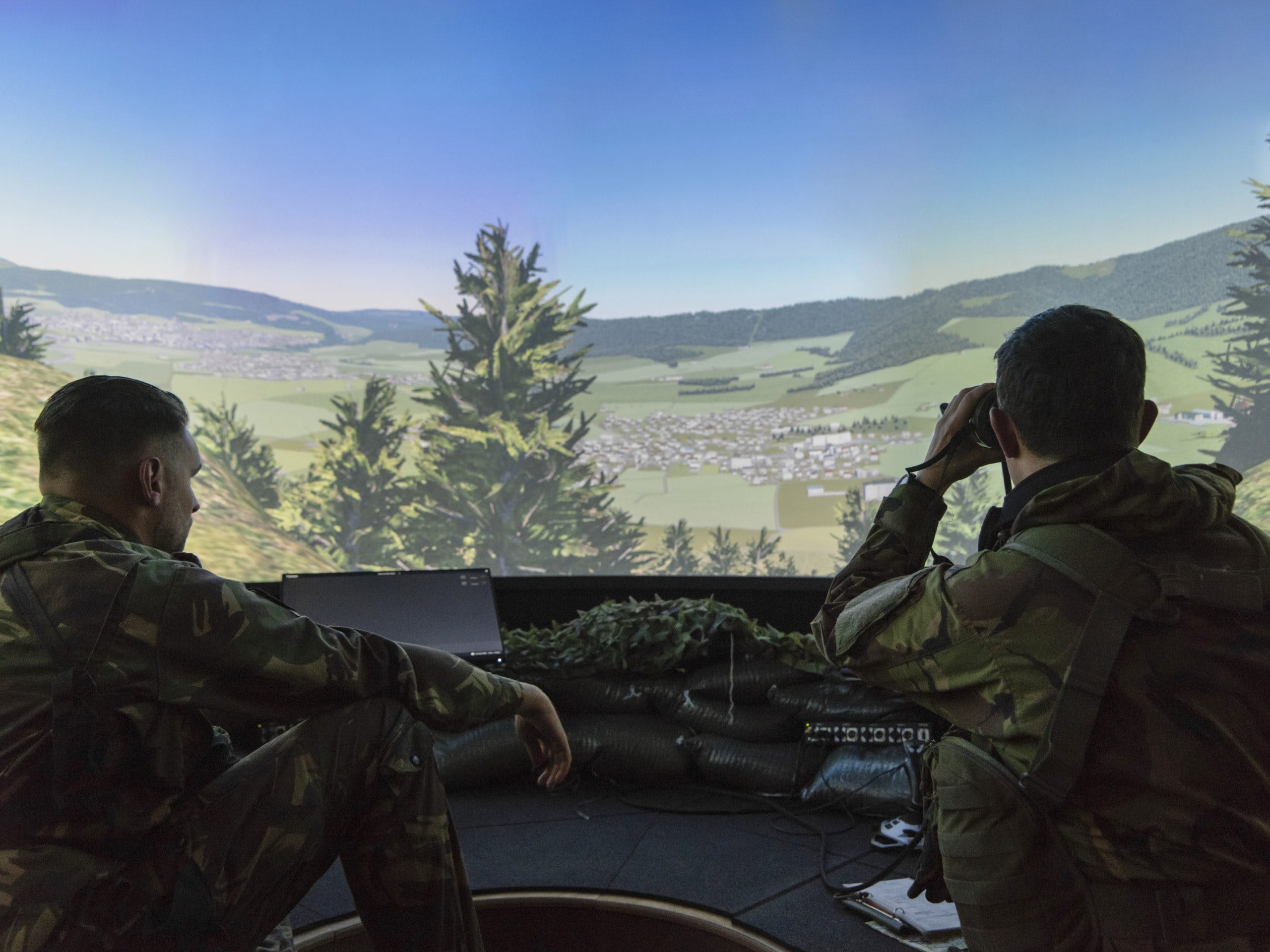 <p>The system presents a realistic battlespace arena using Bagira's B-One Simulation and high-resolution 4M Dome display systems.</p>